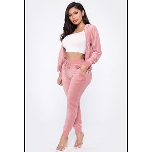 Fashion Nova's «Original Trendsetter Velour Set »